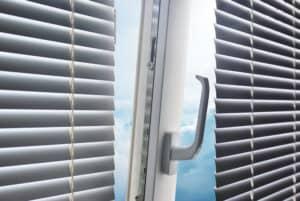 vindue på klem